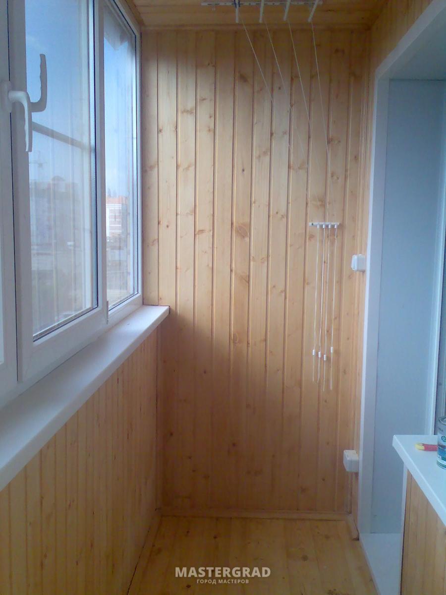 Фотография работы: утепление и отделка балкона вагонкой каси.