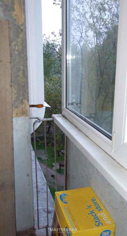 Чем заделать такую щель в балконе?! см. фото >>> - .