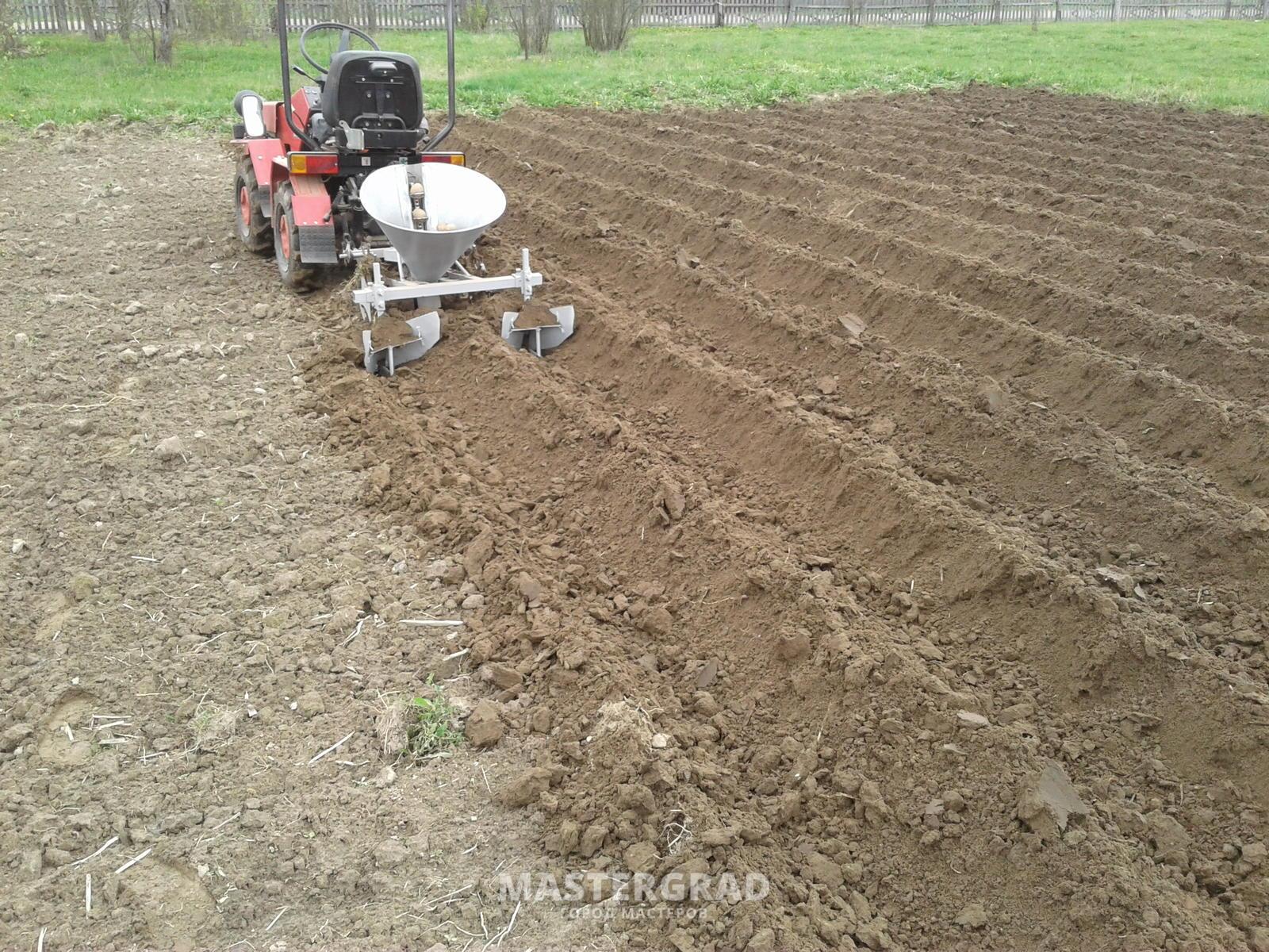 Картофель : посадка мотоблоком, нарезка борозд и окучивание 62