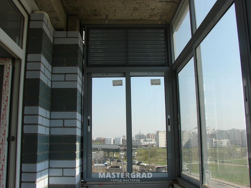 На балконе нужно заменить решетку на алюминиевую секцию со с.