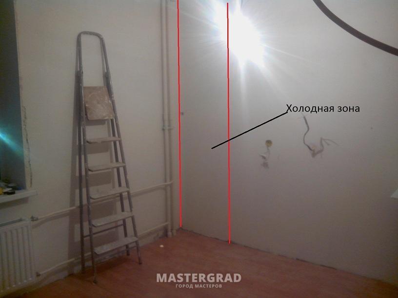 В кухне в углу плесень