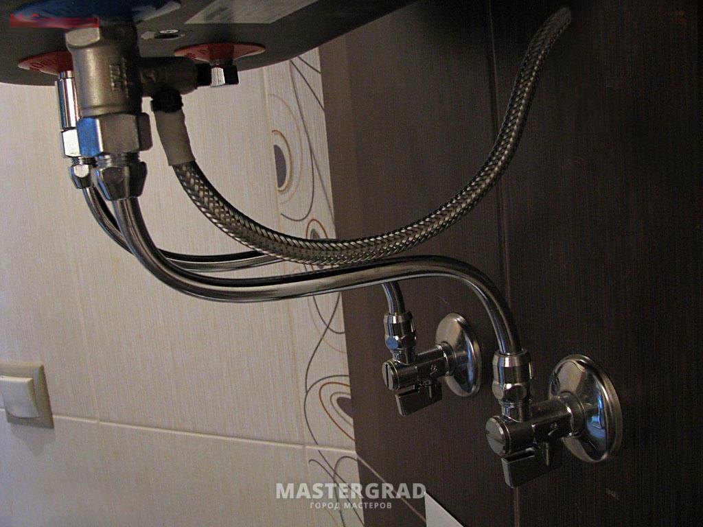 Повесить водонагревателя накопительного своими руками