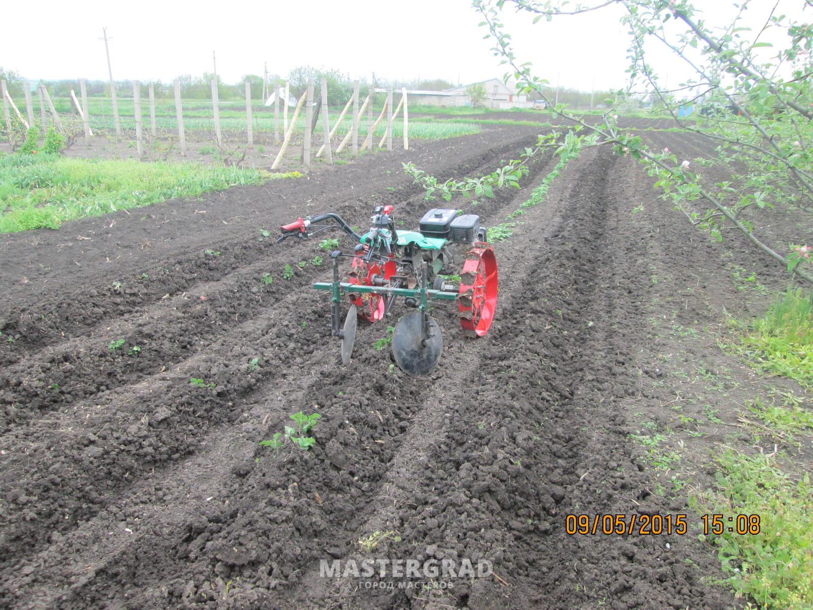 Картофель : посадка мотоблоком, нарезка борозд и окучивание 67