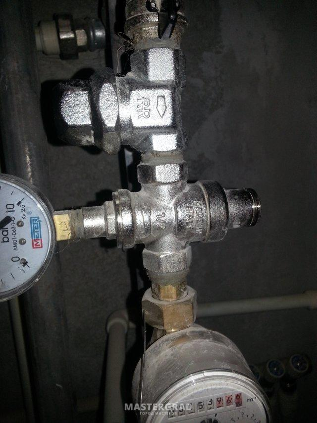 какое давление указывает манометр на редукторе
