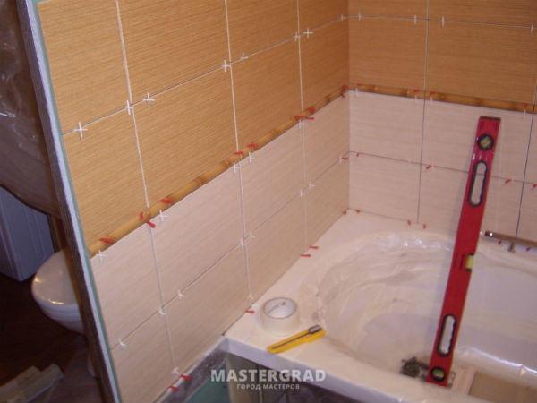 Положить плитку над ванной своими руками