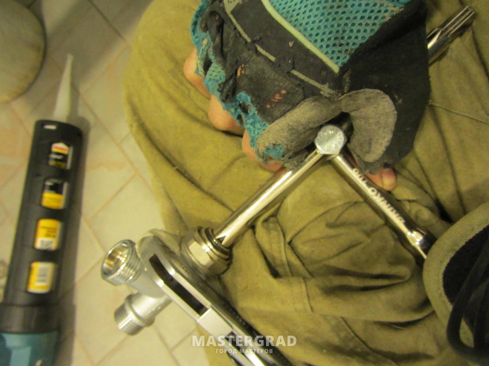 dad295d8468a Это и ключ для американок, и вороток для для отверток с наружными  квадратами на 3\8 и 1\2 и шпильковёрт. Этакий мультитул сантехника.